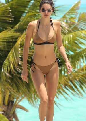 Kendall Jenner - Bikini on the beach in Turks and Caicos [adds]